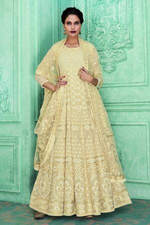 Cream Georgette Semi Stitch Salwar Kameez
