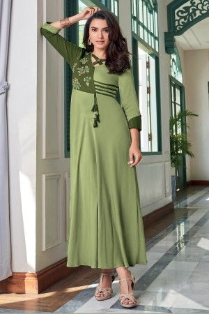 Pista Heavy Rayon Gown