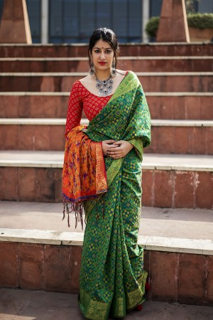 Enthralling Green Weaving Patola Silk Saree