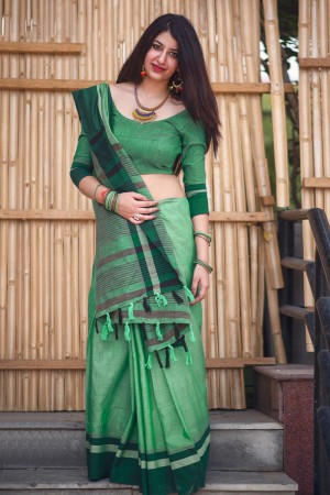 Attractive Green Slub Cotton  With Matching  Blouse  Saree