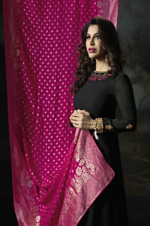 Sophie Choudry Black Georgette Heavy Embridery Zari Work on Neck & Sleeve with Lace Border Salwar Kameez